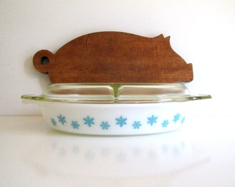 Vintage Pyrex Turquoise Snowflake on White Divided Dish with Lid 1950's One and One Half Quart Serving Dish