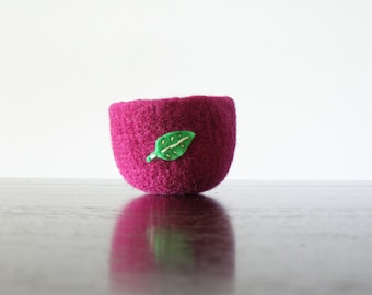 small soft wool catch-all  - fuchsia wool felted bowl with green felt leaf  - ring bowl - nature home decor - Waldorf table item