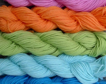 500 yards worsted weight yarn,   5 skeins, 5 colors,  9 oz.