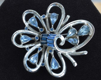 Pretty Vintage Light Blue, Royal Blue Rhinestone Floral Brooch, Silver tone (B11)