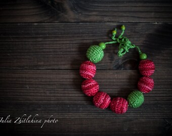 "Croched Necklace Wood Beads Knitted Girl Newborn Props ""Red in green"""