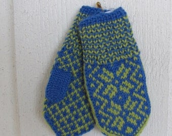 Handknitted baby mittens from Norway