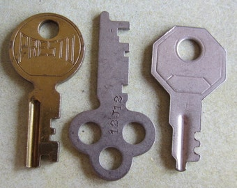 Vintage old keys- Steampunk - Altered art g66