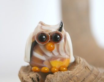 Lampwork Glass bead, owl mascot, streaked on tonality ivory, yellow, black, brown .By Ghirigori Glass