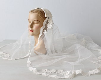 Wedding Veil / Lace Veil / 1970s Wedding Veil / White Lace Trimmed Veil
