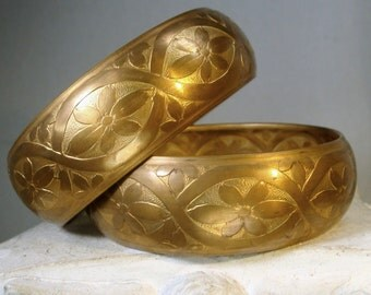 Pair of Brass Flower Bangles, Etched 1970s Bracelets, Boho Hippie Earthy