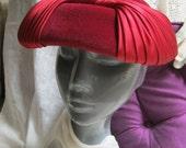 Vintage ruby red fur blend saucer hat, womans garnet red high fashion shaped hat, cranberry satin ribbon wrapped saucer hat made France