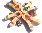 4 Play Clips pine wood. With loads of extra bands