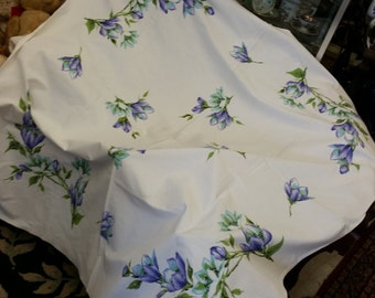 Cottage Chick Vintage Purple Flowered Tablecloth from Rustysecrets