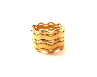 Avon Signed Set of 5 Modernist Wavy Gold tone Metal Stackable Rings--Size 6
