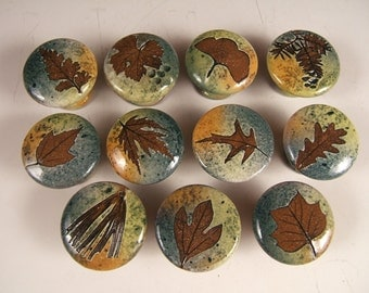 30 cabinet knobs FREE SHIPPING  drawer pulls  cabinet pulls leaf knobs kitchen Cabin Rustic botanical  with tree leaves in Green Leaf Glaze