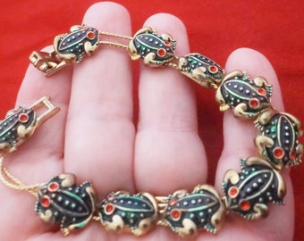 "Vintage 7.25"" gold tone slider bracelet with adorable frog charms in great condition"