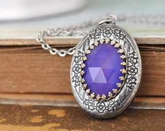 MOOD LOCKET,  color changing moodstone cab locket , antiqued silver necklace, made to order