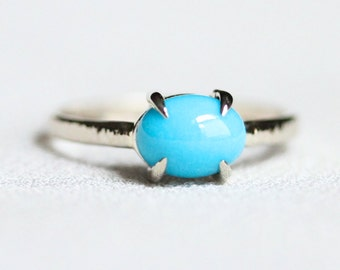 Artemis Seeping Beauty Turquoise - Claw Prong Set Solid 14k Gold Ring - Claw Turquoise Stacking Ring with Hammered Band
