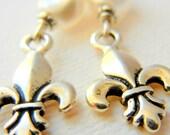 Fleur di les earrings silver fresh water pearls chandelier dangle elegant style Fleur di leis earrings silver plated earrings