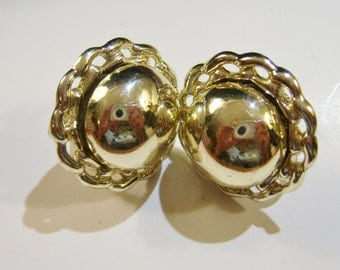 vintage faint gold tone round screw on or screw back earrings 14IN