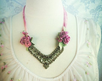 Marie antoinette style vintage rhinestone necklace in fuchsia pink