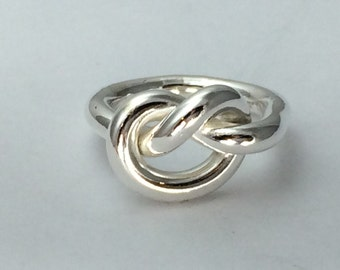 Super thick  statement knot ring in argentium silver, 8g thick chunky knot ring
