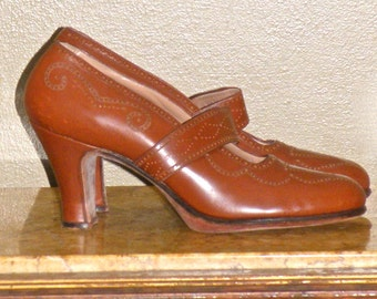 Vintage 1950s Dark Tan Leather Brogue Pumps with Straps, Letang Chicago