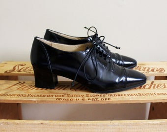 vintage shoes oxfords heels 90s 1990's black patent lace size 6
