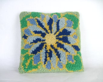 flower power, vintage 1970s latch hook throw pillow cover - decorative pillow, dec pillow - green + blue + gold, 15 inch square