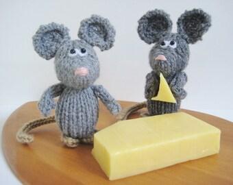 Dinky Mice toy knitting pattern