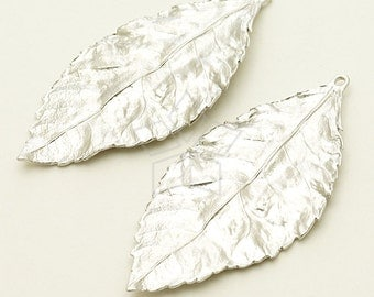 PD-986-MS / 2 Pcs - Realistic Big Leaf Pendant, Matte Silver Plated over Brass / 23mm x 48mm