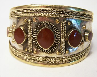 Vintage Tribal Boho Burgundy Glass Cuff Bracelet Ethnic Gold Tone Jewelry 515D