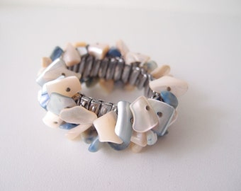 50s expansion bracelet / Shell cluster bangle bracelet in blue & iridescent ivory
