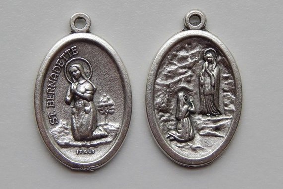 5 Patron Saint Medal Findings, St. Bernadette, Prayer, Die Cast Silverplate, Silver Color, Oxidized Metal, Made in Italy, Charm, Drop, Saint