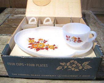 "Federal Glass Co ""Blossom"" Snack Set with Box"