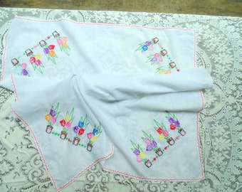Embroidery TULIPS TABLECLOTH vintage 1940s 1950s 45 x 33 Table Topper hand made embroidered