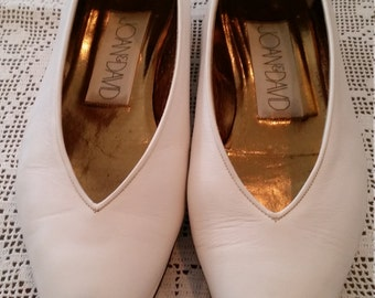 Vintage Joan and David White Leather Flats With Slight Wedge Heel Size 8.5 M Ladies 1980s