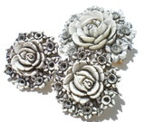 Vintage Jewelry Set with Black & White Flowers in Molded Plastic Brooch and Clip Earrings Demi Parure
