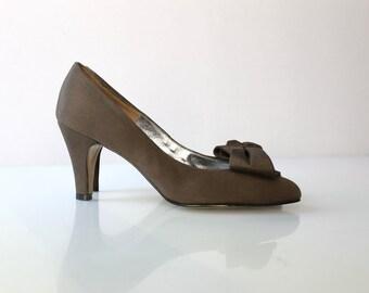 SALE // 1950s I. Magnin Bow High Heel Pumps // 50s Vintage Olive Green Grosgrain Heels // Size 5.5