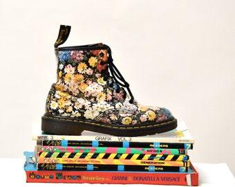 90s Vintage Dr. Martens Floral Print Boots Size 8// Vintage Floral Doc Marten Boots Size 6 UK Made in England