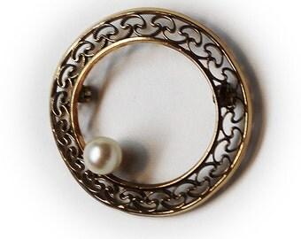 Vintage Winard 12K G.F. Filegree Wreath w/ Faux Pearl Brooch/Pin