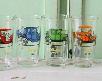 Vintage TRUCK and CAR Glass Set of 4..home. drink. tea. 1970s. 1980s. chevrolet. hudson. ford. kitsch. drinking, serving. vintage glassware.