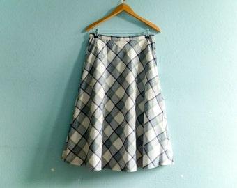 Vintage check skirt / plaid / white navy blue / high waist / a line / midi /  small medium