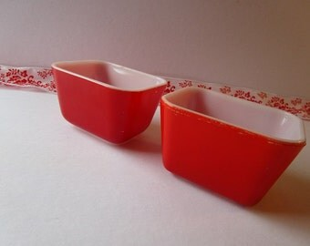 Vintage set of two, red, 'Pyrex' small loaf bowls.