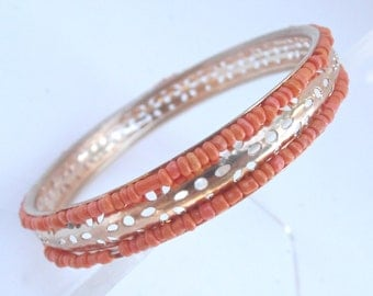 Vintage Faux Coral Gold Tone Bracelet Tiny Seed Peach Beads Bangle Stackable Orange Petals Pin Holes 8.25 Inches Orange Tangelo Tangerine