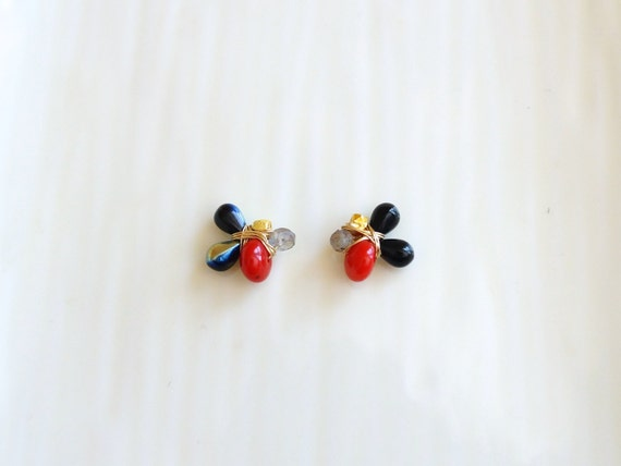 Cluster stud earrings - navy and red