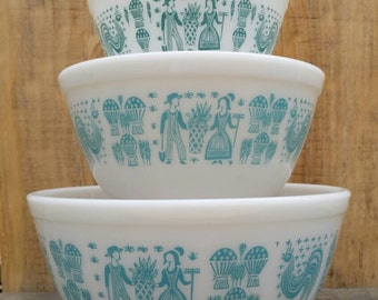 Set of Three Pyrex Butterprint Mixing Bowls