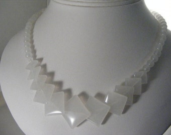Vintage White Jade Bead Necklace.....  Lot 3856