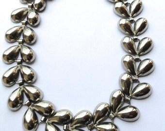 Coro Elegant Silver Link Necklace Vintage Designer Fashion Jewelry