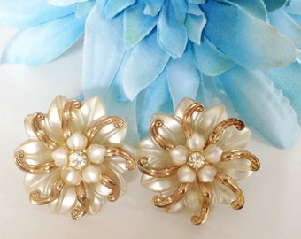 Feminine White Flowers with Rhinestones Earrings Bridal Fashion Jewelry