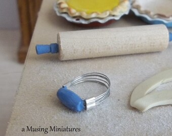 Vintage Style Cornflower Blue Pastry Blender in 1:12 Scale for Dollhouse Miniature Kitchen Roombox
