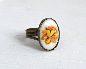 Daffodil Ring .. yellow flower ring, small ring, yellow flower, floral ring