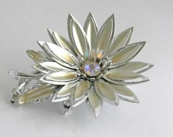 Unsigned Silver Tone Rhinestone Flower Brooch Pin // Vintage Estate Jewelry // fruitsdesbois