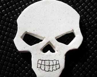 Handmade White Granite Style Skull Brooch Pin Badge Gothic Emo Steampunk